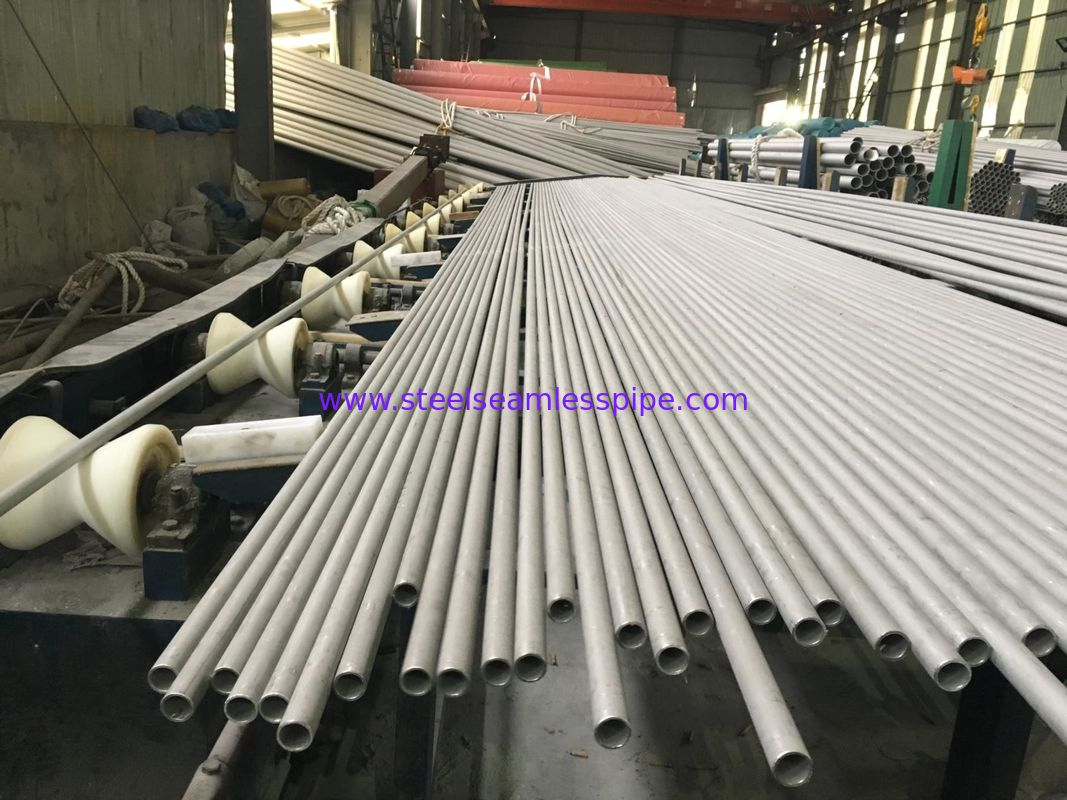 TP304 / 304L Heat Exchanger Tube Bright Annealed Surface Seamless And Welded